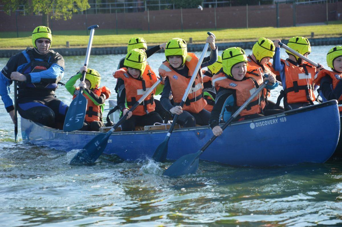 paddlesports-group-canoe